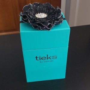 Tieks box with black flower